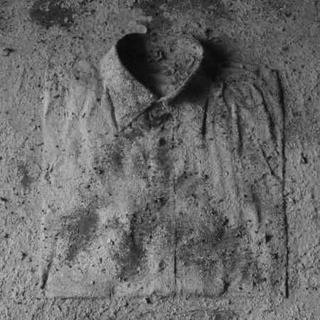 Camicia e cenere su tavola 93,5 x 93,5 cm 2012